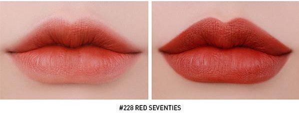 Son 3CE 228 Red Seventies khi đánh lòng môi và full môi