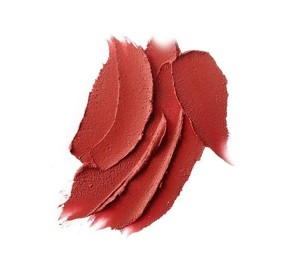 MAC Powder Kiss 316 Devoted To Chili có chất son lì mềm mịn, bền màu