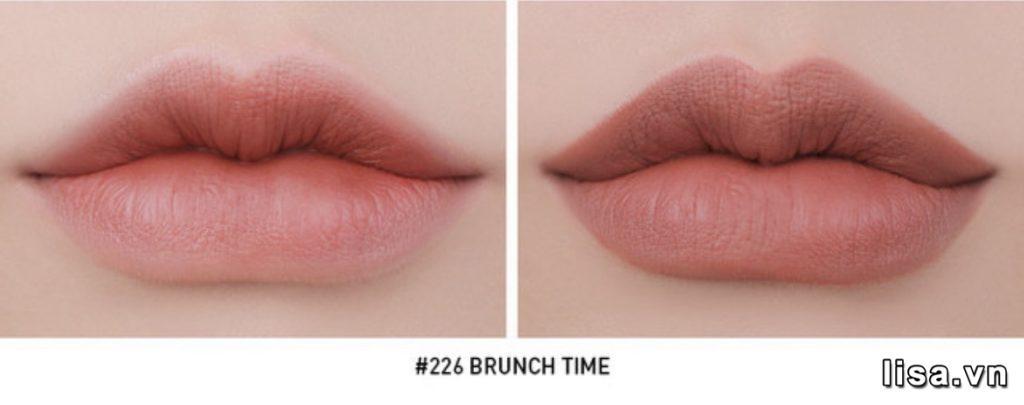 Son 3CE Brunch Time khi đánh lòng môi và full môi