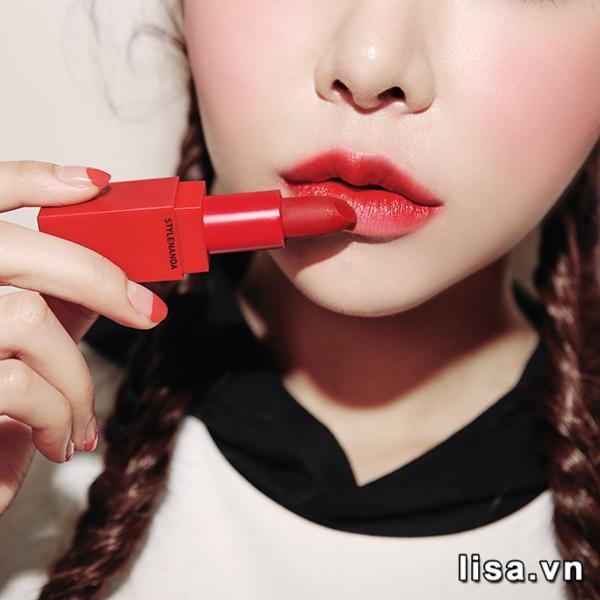 Son 3CE #214 Squeezing có chất son lì mịn môi