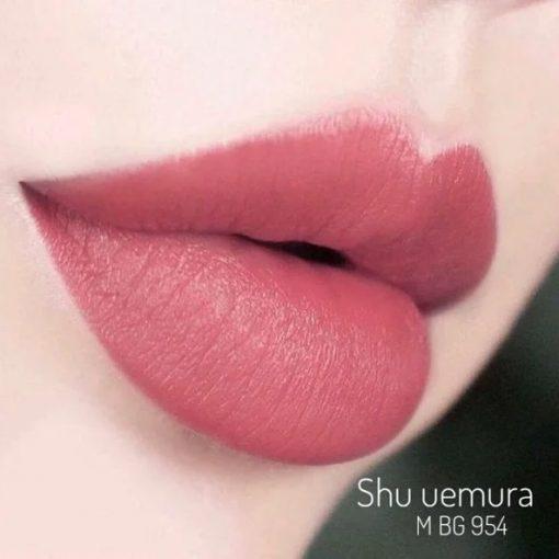 Shu Uemura 954 với sắc son đỏ hồng đất