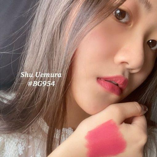 Shu Uemura 954 đỏ hồng đất làm nàng quyến rũ nổi bật hơn
