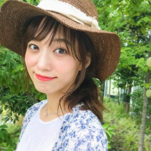 Màu cam đỏ trên Shu OR 550 sẽ cho nàng nụ cười tỏa nắng