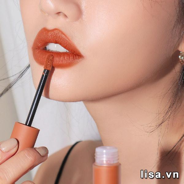 3CE màu Tawny Red lên môi cực sang chảnh