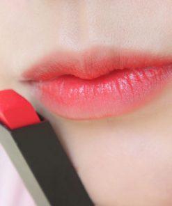 YSL Slim 10 Corail Antinomique khi đánh lòng môi