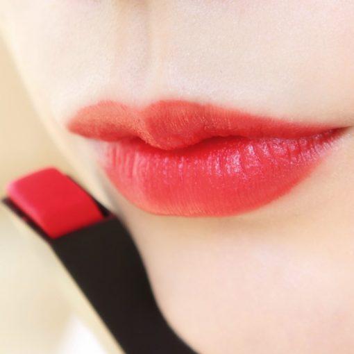 YSL Slim 10 Corail Antinomique khi đánh full môi