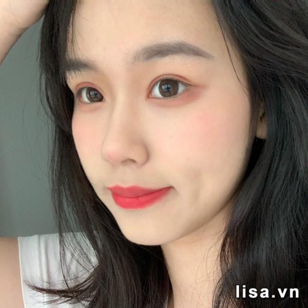 Sắc đỏ hồng của son YSL Slim 01 cho làn môi tươi trẻ, quyến rũ