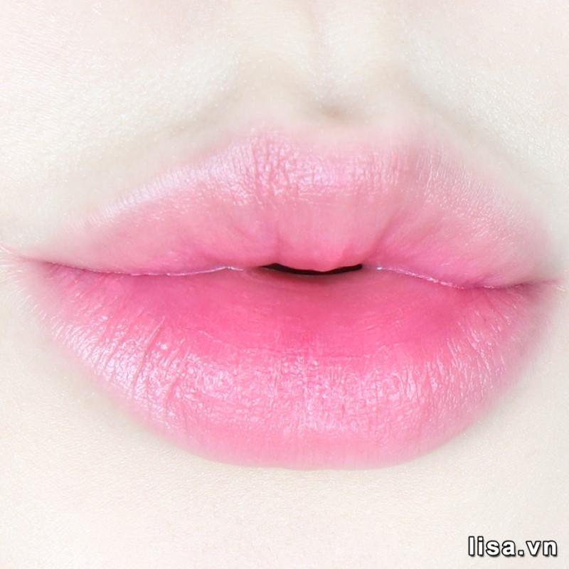 YSL Slim 111 Corail Explicite khi đánh lòng môi