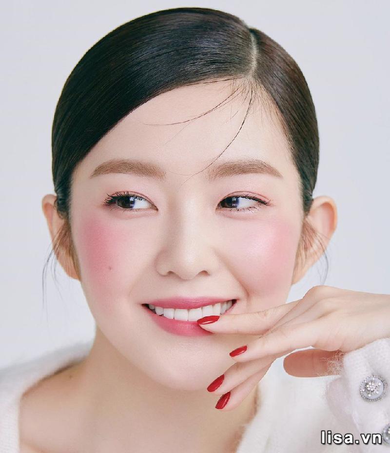 Nàng có thể tận dụng son Dior 001 làm phấn má và mắt