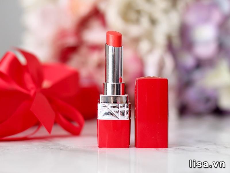 Thiết kế của Dior Rouge Dior Ultra Rouge 777 nhìn đơn giản nhưng tinh tế