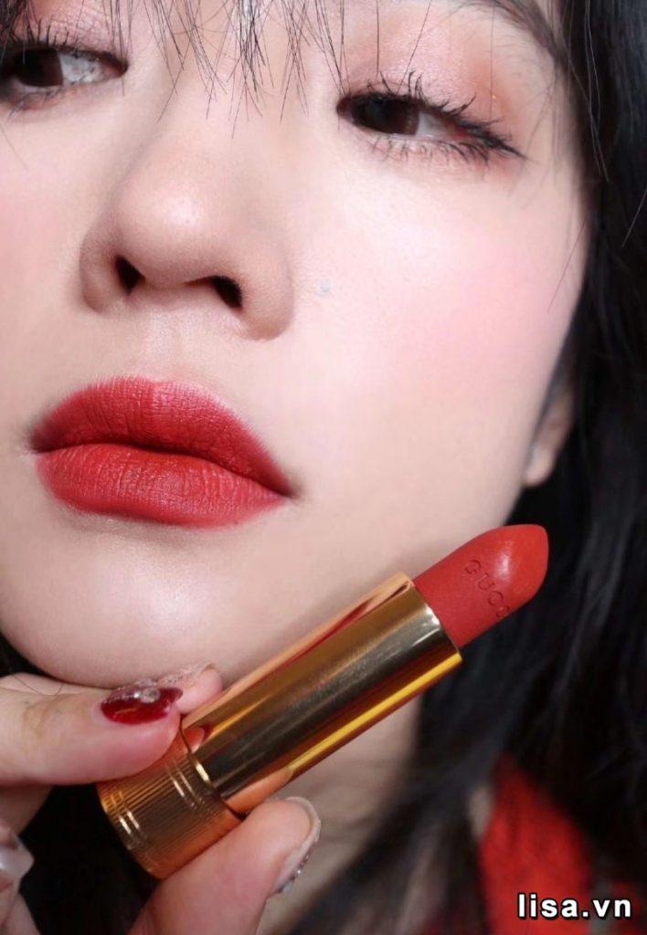 Son môi Gucci 505 Janet Rust có màu đỏ gạch cá tính