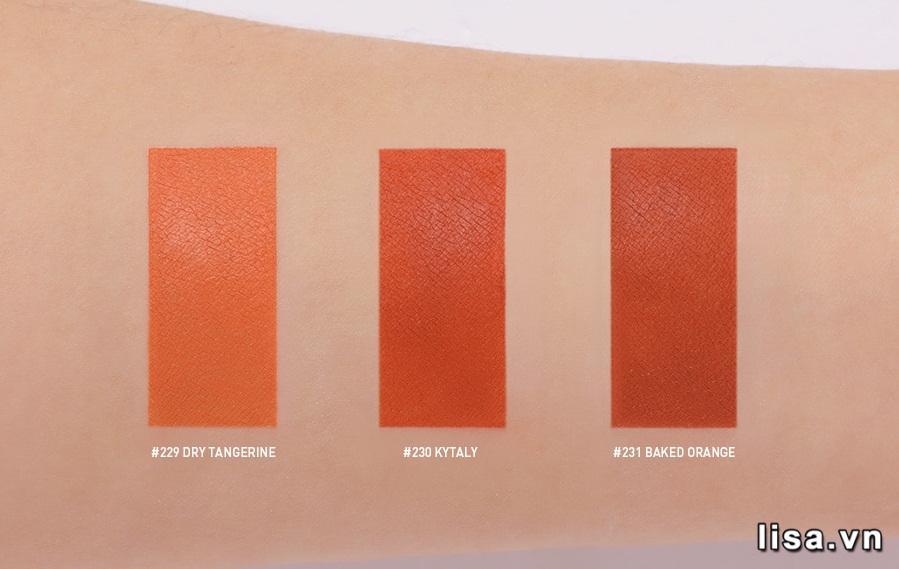 Son 3CE Matte Lip Color lên tay chuẩn màu, độ che phủ cao