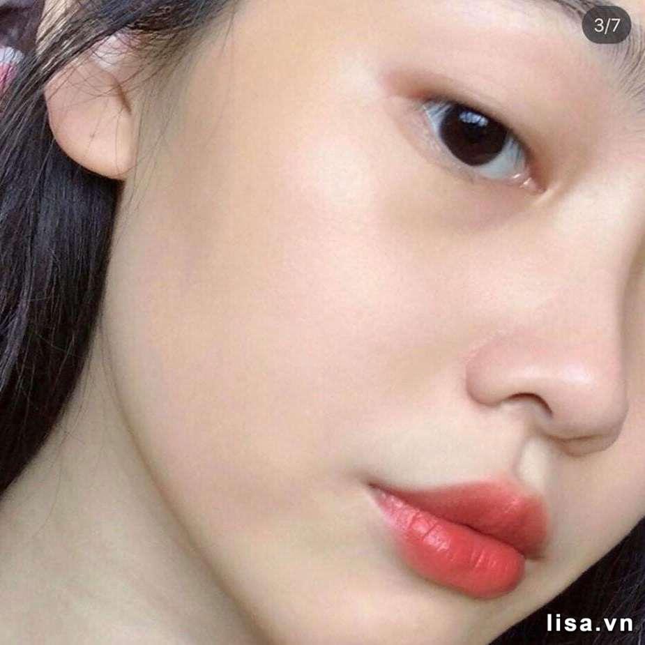 Không cần make up cầu kỳ, chỉ cần chút son Dior 168 trên môi là đủ đẹp