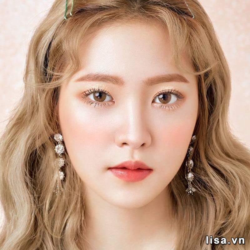 Make up đồng tông với son Dior Ultra Care 168 Petal để có diện mạo trẻ đẹp
