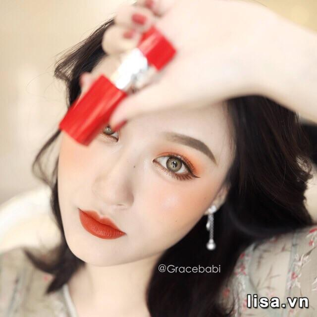 Cầm thỏi son Dior Ultra Rouge 436 Ultra Trouble sang chảnh, chắc tay