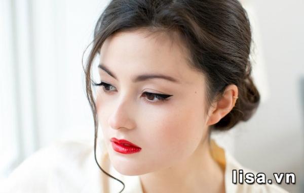 Son YSL Rouge Pur Couture Stud Edition 01 Le Rouge có màu đỏ tươi