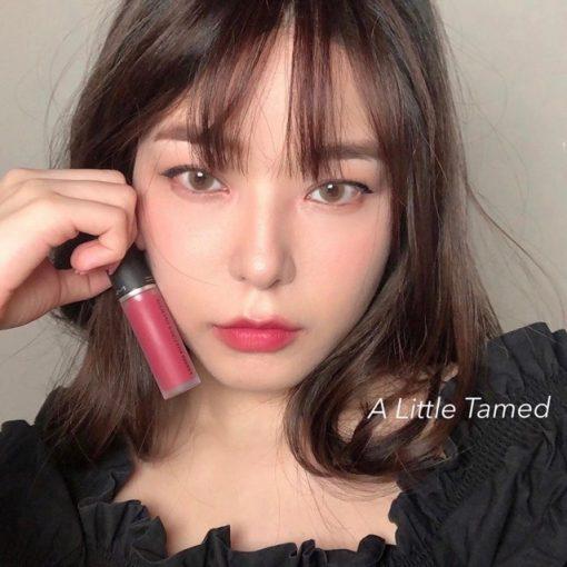 Son Kem MAC Powder Kiss Liquid Màu 988 A Little Tamed - Hồng Đào 4