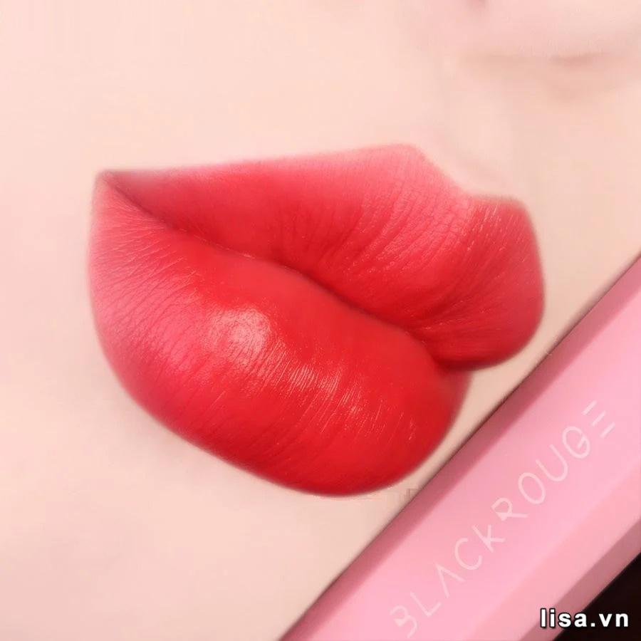 Son Black Rouge Half N Half HV02 Mood Pomegranate lên môi vô cùng tươi trẻ