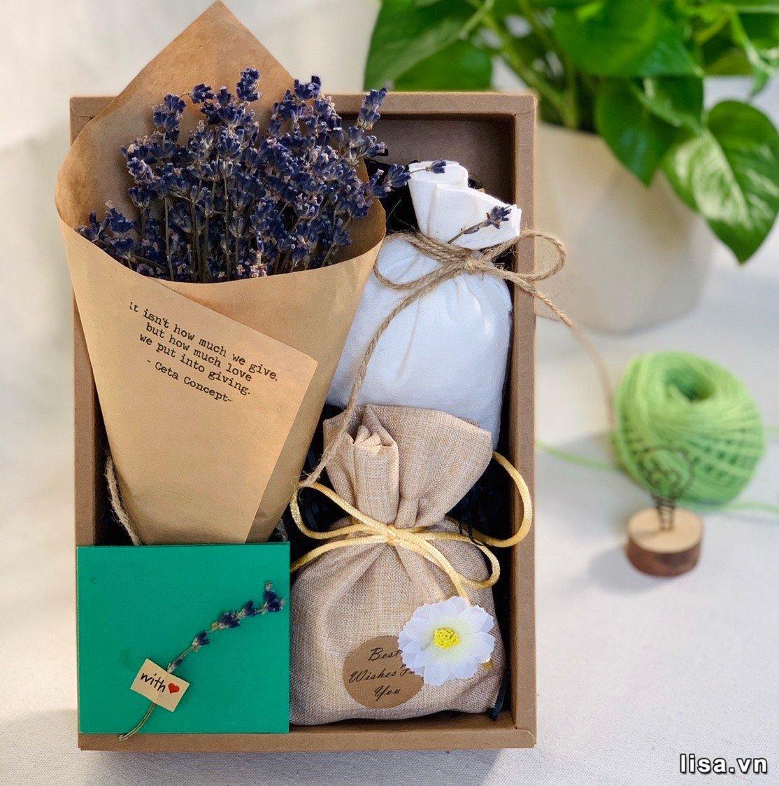 Bạn gái mới quen nên tặng quà gì? Hộp quà handmade chắc chắn sẽ giúp bạn ghi nhiều điểm