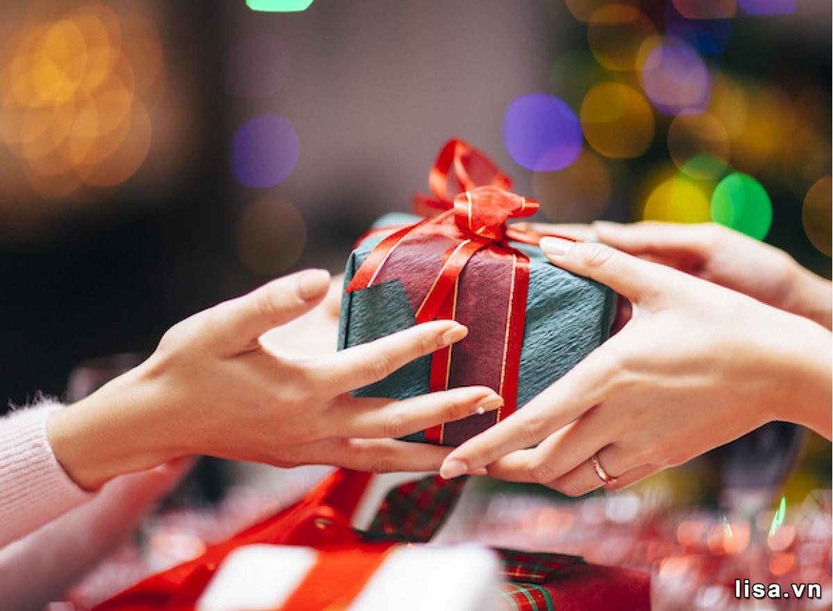 Món quà tuy trân quý, nhưng cái người nhận muốn lại là sự quan tâm