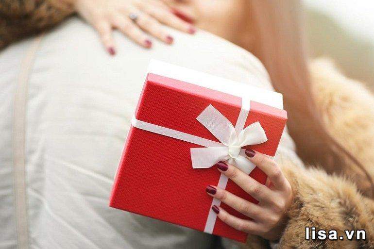 Tặng quà cần đúng người, đúng thời điểm