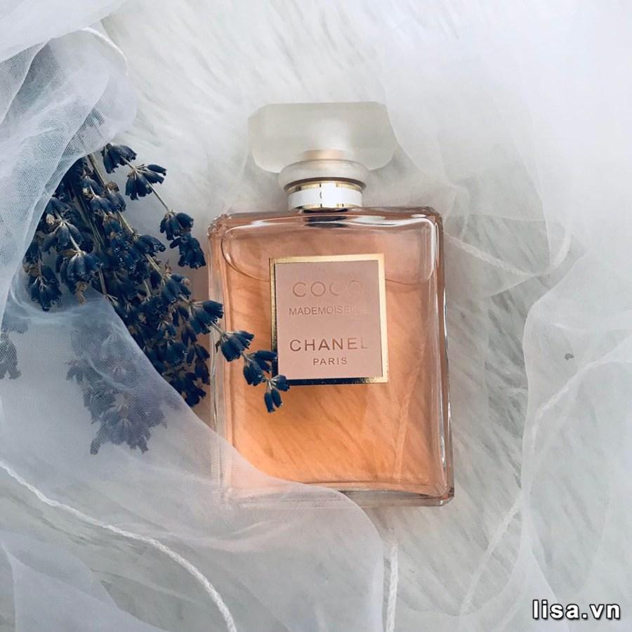 Nước hoa là bí quyết quyến rũ của chị em phụ nữ sẽ là món quà tặng vợ kỷ niệm 10 năm ngày cưới tuyệt vời