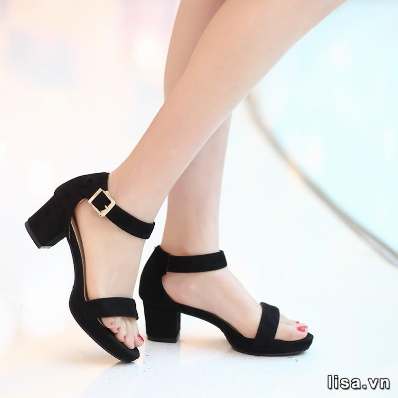 hãy tặng giày dép nếu bạn muốn cô ấy tiếp tục vững bước trên đường đời