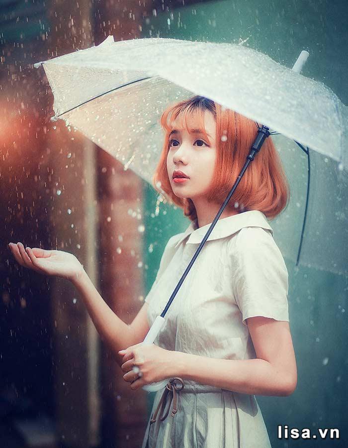 Chiếc ô cũng giống như một người đàn ông, luôn yêu thương, che chở, bảo vệ người con gái của mình