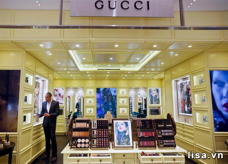 Một góc showroom Gucci